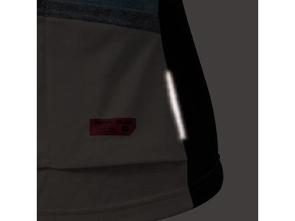 視認性を確保するバックポケット左右の再帰反射