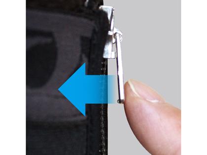 引き手をプッシュしてロックすることで、ずり下がりを防ぐロックファスナー