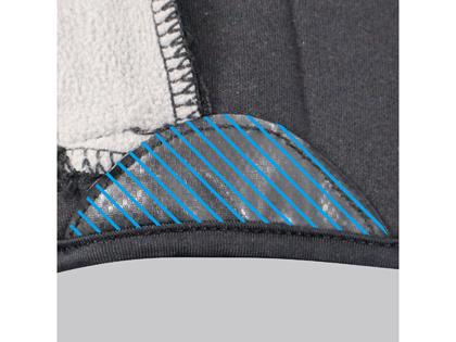 シューズとのズレを防ぐ、かかと内側斜線部の滑り止めグリッパーを装備